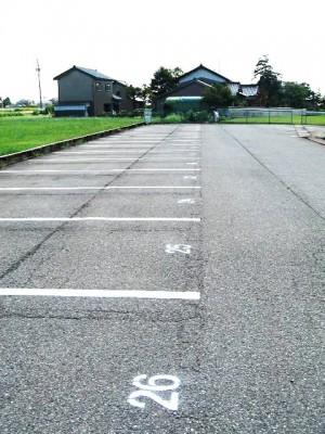駐車場の白線を新しく